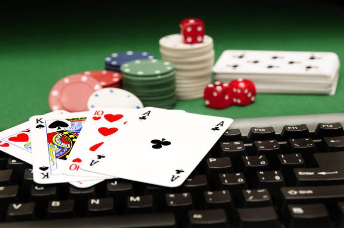 Playing Bandarq Online